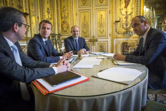 « Plus les syndicats ont des adhérents, plus ils sont puissants et réformistes, comme en Allemagne, en Europe du Nord, au Japon» (Emmanuel Macron reçoit Laurent Berger, de la CFDT, au Palais de l'Elysée, le 23 mai).