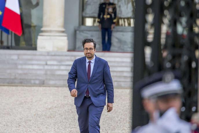 L'ex-président du Conseil national du numérique, Mounir Mahjoubi, a été nommé secrétaire d'Etat au numérique, au Palais de l'Elysée à Paris, jeudi 18 mai 2017.