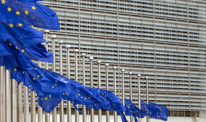 « Le Brexit aura bien lieu. Les 27 autres Etats membres de l'Union semblent déterminés à mener ce processus à son terme. Et tant pis si cela pénalisera – forcément – leurs économies» ((Photo: drapeaux européens à Bruxelles, le 23 mai).
