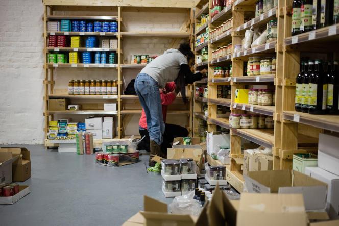 Les clients-collaborateurs de SuperQuinquin, à Lille, travaillent trois heures chaque mois pour ce magasin participatif.