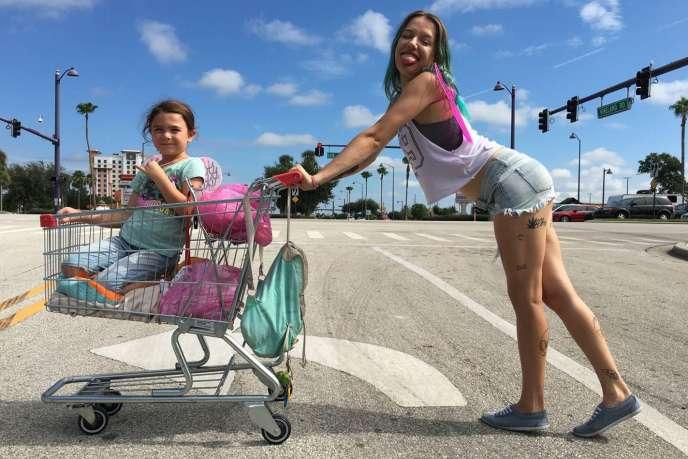 Brooklynn Prince et Bria Vinaite dans le film américain de Sean Baker,« The Florida Project».