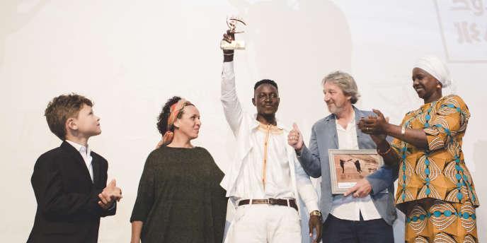 Le réalisateur malien Ousmane Samassekou, lauréat du grand prix Nouzha-Drissi pour son film« Les Héritiers de la colline», au Festival international du film documentaire d'Agadir (Fidadoc), au Maroc,le 13mai 2017.