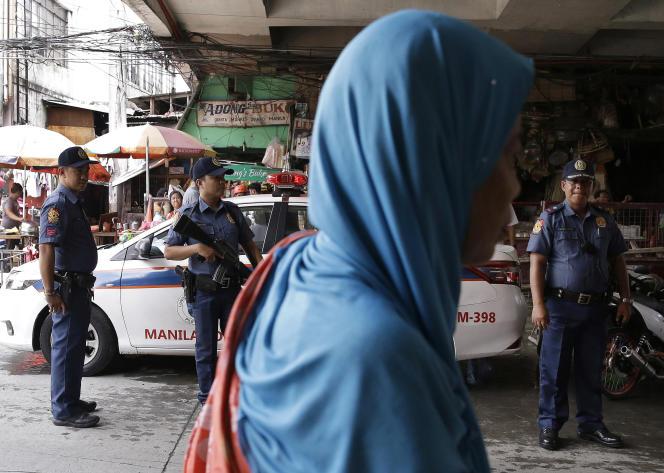 A un point de contrôle de Manille, aux Philippines, le 24 mai 2017.