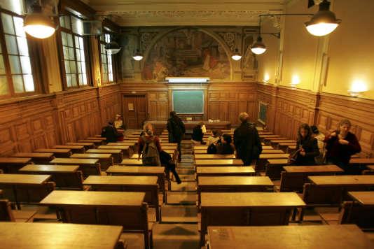 L'université de la Sorbonne, à Paris.Peu connu du grand public, bien que proposé dans la quasi-totalité des universités, le DAEU offre chaque année à 5000à 6000 lauréats la possibilité d'entrer à l'université.