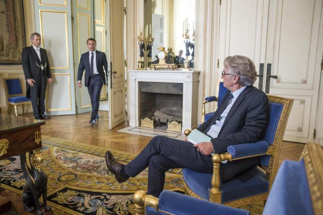 Emmanuel Macron reçoit Jean-Claude Mailly (FO), à l'Elysée, mardi 23 mai.