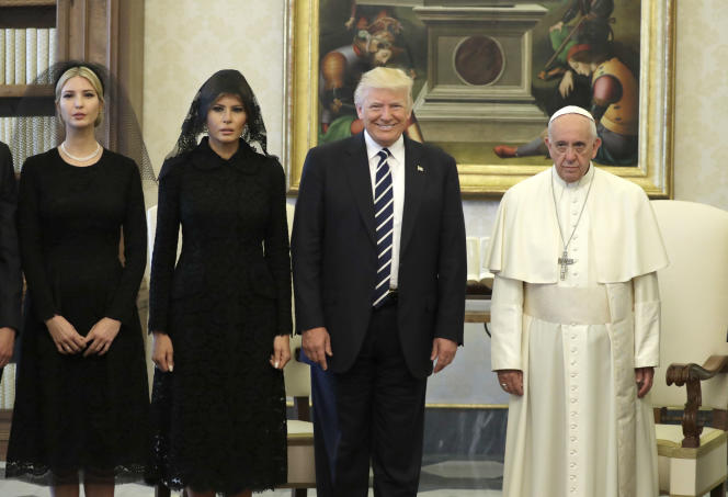 Le pape François et Donald Trump. A gauche, Ivanka et Melania Trump, au Vatican, le 24 mai 2017.