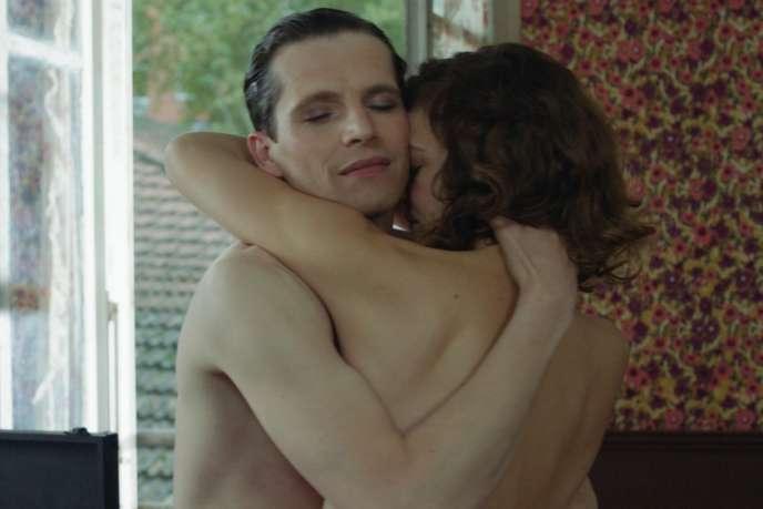 Pierre Deladonchamps etCéline Sallette dans le film français d'André Téchiné,«Nos années folles».
