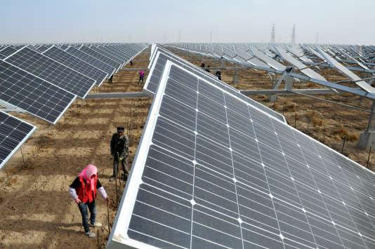 Panneaux solaires à Yinchuan, dans la région de Ningxia Hui en Chine, le 18 avril.