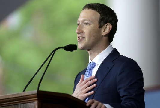 Mark Zuckerberg lors de son discours à l'université de Harvard, jeudi 25 mai.