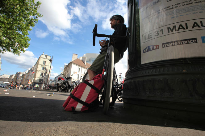 Notre journaliste a passé trois semaines à livrer burgers et pizzas aux quatre coins de Paris.