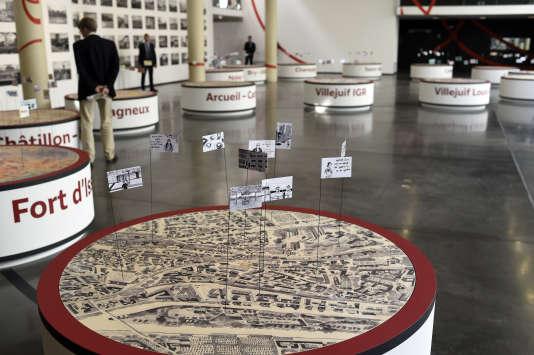 """Pendant l'exposition """"Les passagers du Grand Paris Express"""" le 12 juin 2015 au MAC VAL, le Musée d'Art contemporain du Val-de-Marne à Vitry sur Seine."""