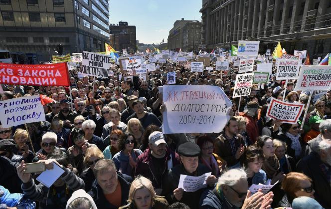 Des manifestants le 14 mai à Moscou.