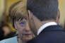 """«Lorsque la première ministre britannique, Theresa May, a expliqué vouloir """"faire du Brexit un succès"""", elle a déclenché l'alarme à Bruxelles, Paris et Berlin, dans la mesure où un tel """"succès""""pourrait donner des idées aux autres mouvements populistes anti-UE. (La chancelière allemande et le président française conversent lors du sommet du G7. A Taormina (Italie), le samedi 27mai)."""