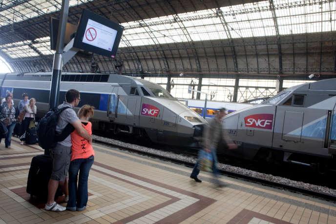 Le nom TGV ne sera pas effacé des rames, comme ici sur un quai de la gare de Bordeaux-Saint-Jean, en 2012.