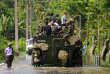 L'armée sri-lankaise a mobilisé des hélicoptères, des bateaux et des véhicules amphibies pour porter assistance aux sinistrés.