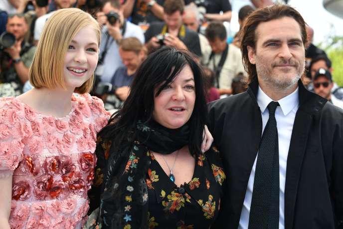 De gauche à droite : l'actrice Ekaterina Samsonov, la réalisatrice Lynne Ramsay et l'acteur Joaquin Phoenix pour le film «You Were Never Really Here»au 70e Festival de Cannes, le 27 mai 2017.