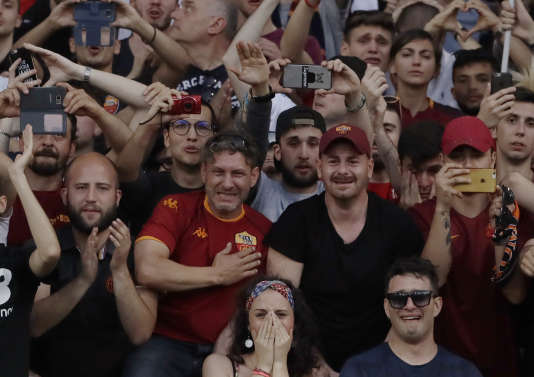 Les tifosi romains n'ont pas su cacher leur émotion pour les adieux de Francesco Totti.
