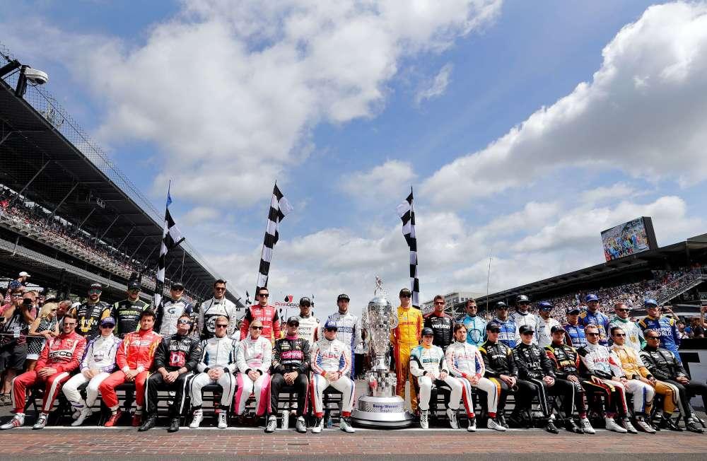 Une course d'Indycar réunit normalement une vingtaine de pilotes. Les 500 miles d'Indianapolis étant à part dans la saison, ils sont 33 à tenter leur chance.