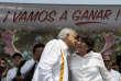 Andres Manuel Lopez Obrador,candidat de la gauche à la présidentielle de 2018, et Delfina Gomez, candidate au poste de gouverneur de l'Etat de Mexico, à Nezahualcoyotl, le 28 mai. Sur la banderole :« Nous allons gagner!»