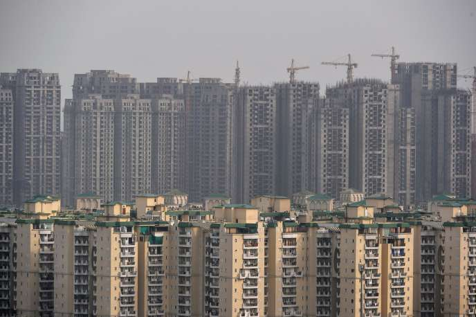 Buildings under construction in the new town of Greater Noida, supposed to relieve congestion in New Delhi and its 17 million inhabitants, in 25 kilometers from there.