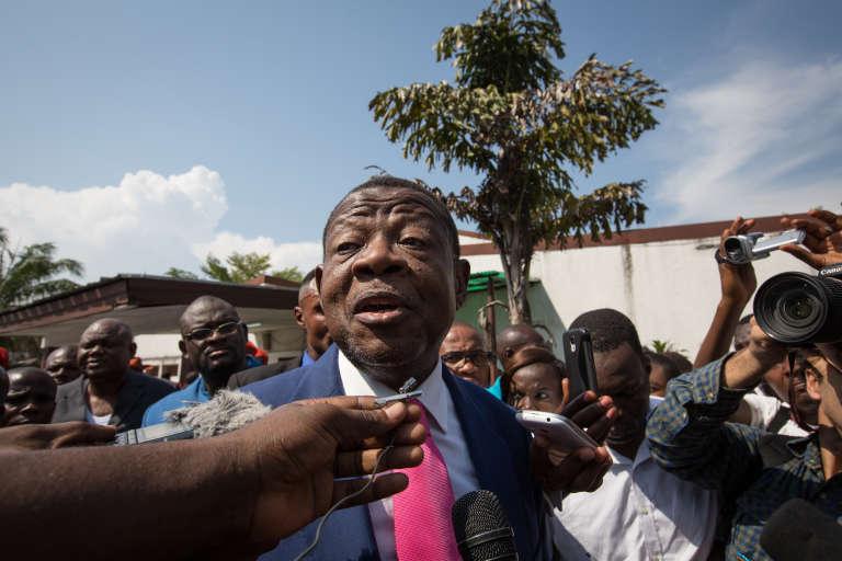 Parmi les responsables sanctionnés figure aussi le porte-parole du gouvernement, Lambert Mende. Ici, le 13 avril 2015 à Kinshasa.