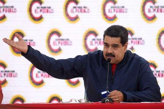 Nicolas Maduro maintient son projet, malgré l'invective populaire et politique.