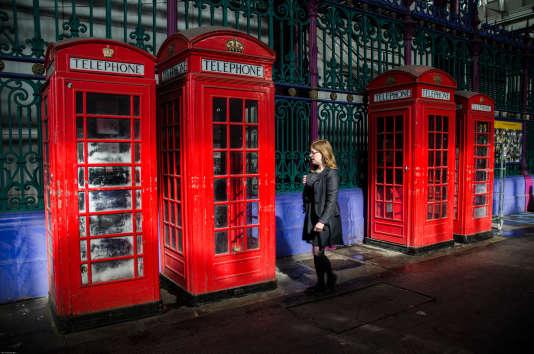Mieux que les vieilles cabines téléphoniques rouges, des applis pour s'améliorer en anglais sur son smartphone.