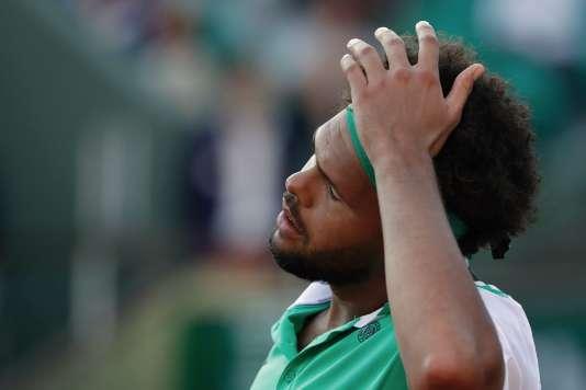 Jo-Wilfried Tsonga, lors de la rencontre avec l'Argentin Renzo Olivo, mardi 30 mai à Roland-Garros.