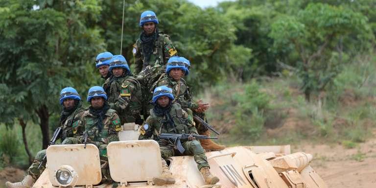 Des casques bleus déployés en République centrafricaine, le 5 mai 2017.