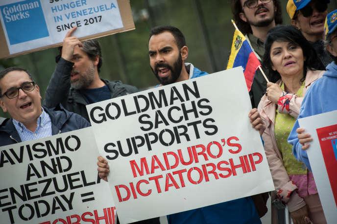 Mardi 30 mai, à New York, des manifestants se sont réunis devant le siège de Goldman Sachs pour dénoncer la complicité de la banque avec le régime dictatorial.