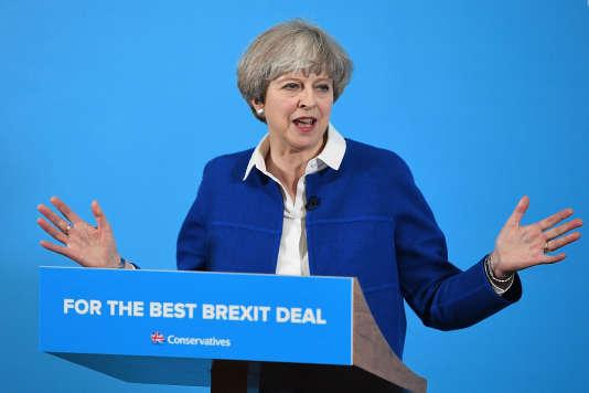 Theresa May, la première ministre britannique, à Wolverhampton, dans le centre de l'Angleterre, le 30 mai 2017.