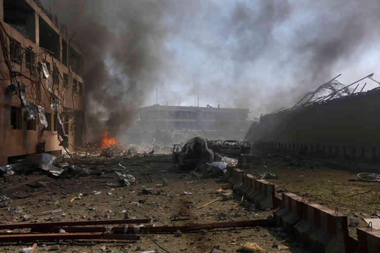 La zone ravagée juste après l'explosion à Kaboul, Afghanistan, le 31 mai.