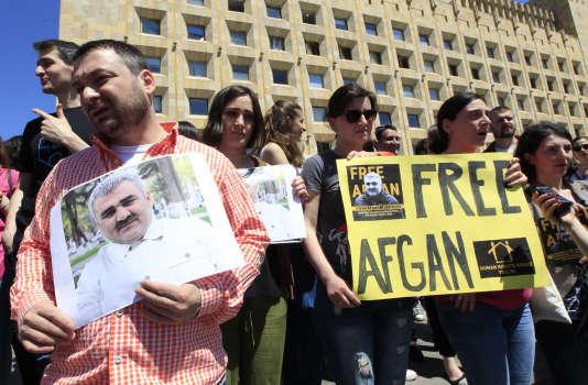 Manifestation de journalistes, mercredi 31 mai à Tbilissi (Géorgie), après la disparition de leur confrère azerbaïdjanais Afgan Mukhtarli, aujourd'hui emprisonné à Bakou.