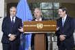 Le secrétaire général de l'ONU, Antonio Guterres, entouré du leader chypriote grec, Nicos Anastasiades (à droite) etdu leader chypriote turc, Mustafa Akinci, à Genève, le 12 janvier 2017.