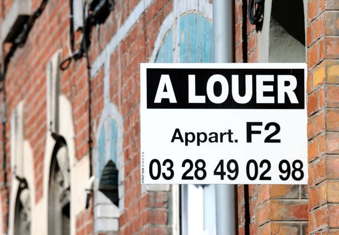 Une affichette proposant une location en 2012 à Armentiéres (Nord).