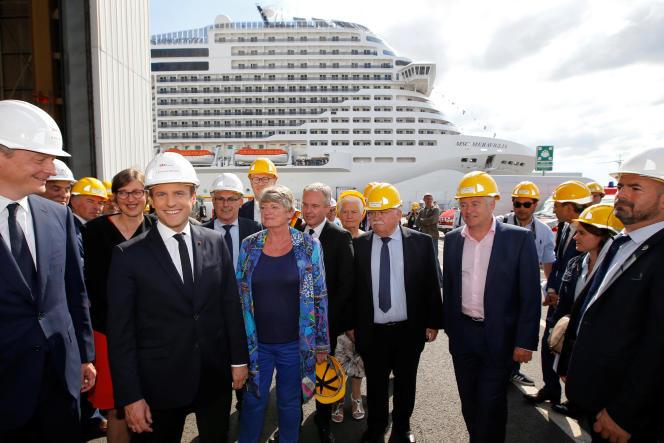 Le président Emmanuel Macron et le ministre de l'économie et des financesBruno Le Maire en visite aux Chantiers de l'Atlantique, à Saint-Nazaire, le 31 mai 2017.