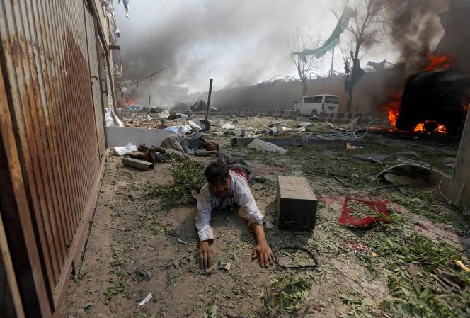 Sur le site de l'attentat, à Kaboul, le 31 mai.
