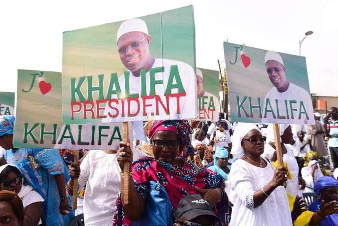 Des partisans du maire de Dakar lors d'une manifestation en sa faveur, en mai 2017.