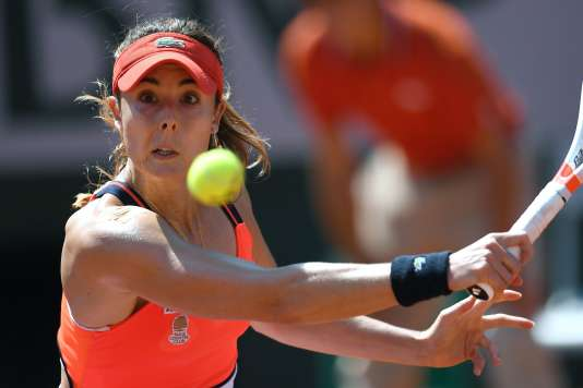 Alizé Cornet (photo) bat Barbora Strycova, jeudi 1er juin (6-4, 6-1) à Roland-Garros.