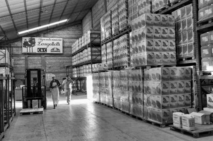 L'un des entrepôts de la firme américaine dans la province du Chaco, en mai 2014.
