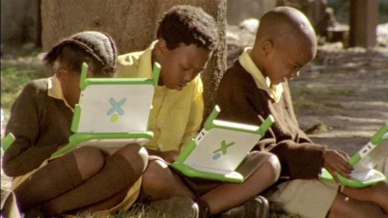 L'opération « One Laptop Per Child » équipe depuis 2005 des milliers d'écoliers africains.