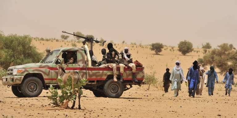 Une patrouille de la Garde nationale nigérienne dans les environs d'Abala, en 2012. Cette région, où six soladtas nigériens ont été tués mercredi, était déjà la cible d'attaques dijahadistes.