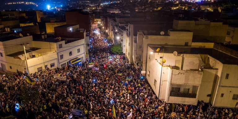 Des milliers de manifestants le 31 mai 2017 à Al-Hoceima, ville du Rif marocain.