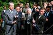 Le 27 juin 1989, , à Sopron (Hongrie), Alois Mock (à gauche), ministre autrichien des affaires étrangères décédé le 1er juin 2017, et son homologue hongrois Gyula Horn (à droite) découpent les barbelés qui séparaient leurs deux pays.