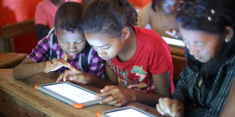 En Afrique, les technologies de communication ont été utilisées comme vecteur éducatif dès la fin des années 1960.