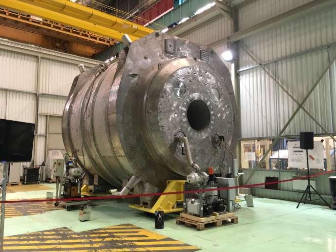 Cet aimant géant – 132 tonnes – a été transporté de Belfort à Saclay, où se trouve l'appareil d'IRM.