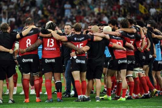 Le président Boudjellal et ses joueurs, après la victoire en demi-finale face à La Rochelle, le 26 mai.
