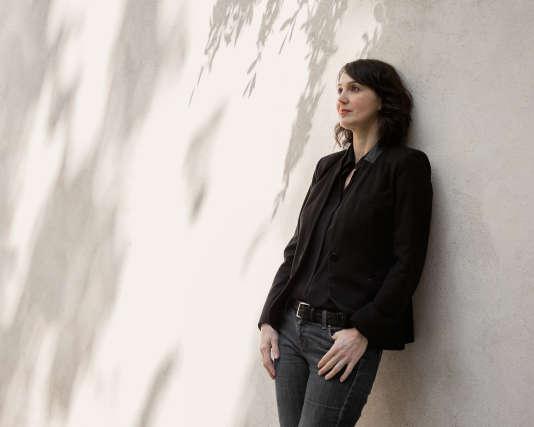 Marie Sabot, le 9 mai 2017, à proximité de son agence We Love Art située rue du Faubourg-Poissonnière, à Paris.