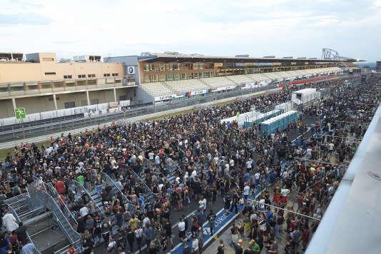 Les spectateurs quittent le festival de musique Rock am Ring, à Nürburg, enAllemagne, vendredi 2 juin 2017.