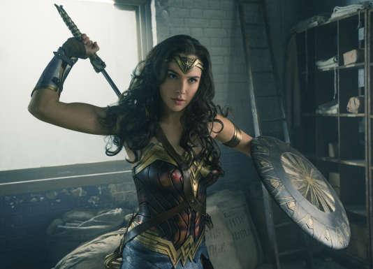 Wonder Woman, ici incarnée par l'actrice Gal Gadot, reste à ce jour l'unique femme d'un univers de comics à avoir bénéficié d'un film à son nom depuis l'échec de Elektra en 2005.